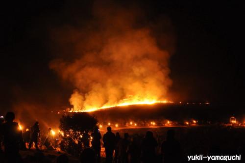 秋吉台野火祭り01.jpg