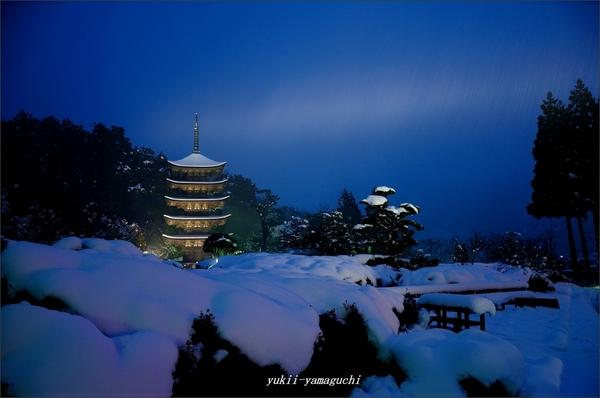 瑠璃光寺雪景色01.jpg