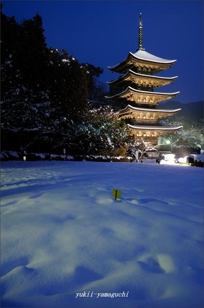 瑠璃光寺雪景色02.jpg